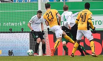 1:0 gegen Dresden, Gugganig trifft mit rechts in der 39. Spielminute