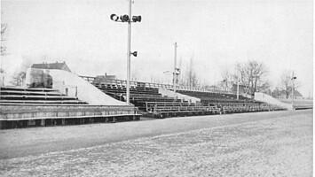 Zustand der Tribüne im Jahr 1947: ohne Dach und Unterbau.