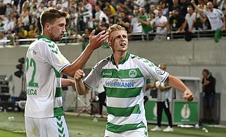 20. August: Was für ein Pokal-Abend! Sebastian Ernst erzielt das Tor gegen den BVB zum zwischenzeitlichen 1:0.