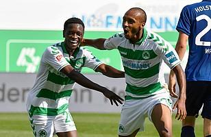 15.09.2018 - Strahlender Familienspieltag: David Atanga steuert beim 4:1-Sieg gegen Kiel drei Assists bei.