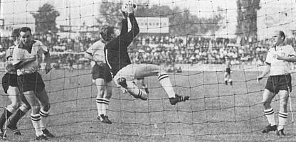 Sepp Maier beim Regionalliga-Gastspiel der Bayern im Ronhof im Jahr 1963.