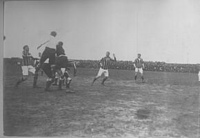 Julius Hirsch (ganz links) im Angriff gegen Tottenham Hotspur 1914.