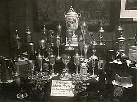 Trophäen-Sammlung der Spielvereinigung aus dem Jahr 1928.