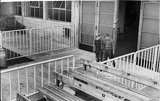 Die Vortribüne und der Eingang zur Tribüne in den 1960ern.