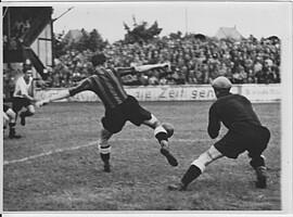 Spielszene aus dem Gastspiel des Wiener SC im Ronhof.