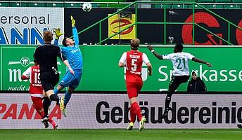 27. Spielminute im Spiel gegen Sandhausen: Khaled Narey trifft im Sportpark Ronhof | Thomas Sommer...