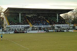 Die Haupttribüne des Ronhofs in der Saison 2001/02.