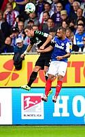 Maxi Wittek scheut kein Kopfballduell, auch nicht gegen Sebastian Heidinger (Holstein Kiel)