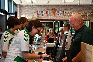 """08. August: Das neue """"Sportheim"""" öffnet zum ersten mal seine Tore."""