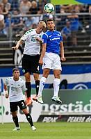 Hier geht Lukas Gugganig ins Duell mit Artur Sobiech vom SV Darmstadt 98