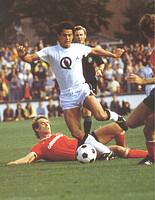 Franz Weber in einem Zweitliga-Derby gegen den Club.