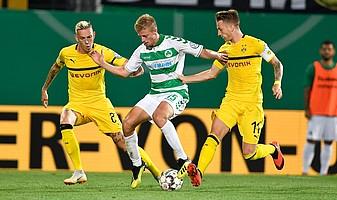 ... und nach leidenschaftlichem Kampf unterliegt das Kleeblatt dem BVB im DFB-Pokal erst in der Nachspielzeit.