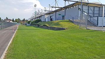 """Die Fläche ist präpariert, bis Samstag wird hier der """"Grüner Biergarten"""" stehen."""