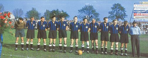 Die Mannschaft der Spielvereinigung bei der Ehrung für den Süddeutschen Meistertitel 1950.