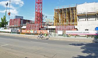 Bau der neuen Haupttribüne 2017.