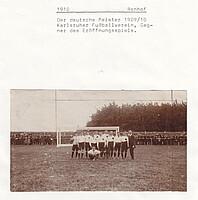 Das Team des Karlsruher FV beim Eröffnungsspiel im Ronhof 1910.