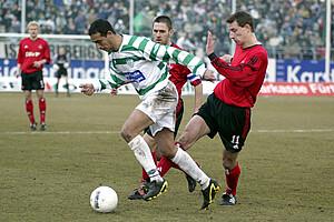 Rachid Azzouzi im Derby gegen Marek Mintal.
