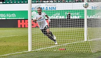 Heimspiel gegen den 1. FC Kaiserslautern: Julian Green trifft zum 1:0 in der 17. Spielminute...