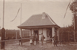 Das erste Kassenhäuschen des Ronhofs im Jahr 1910.