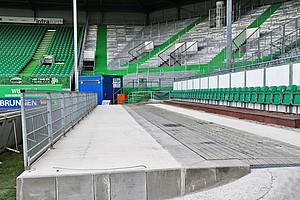 Mehr Platz und bis Samstag auch ein Dach: Tribüne der Rolli-Fahrer wurde modernisiert.