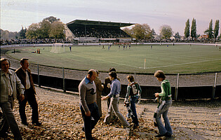 Blick in den Ronhof aus der Südkurve in den 70er Jahren.