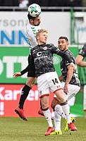 Auch gegen Mats Möller Daehli von St. Pauli geht Roberto Hilbert ins Duell