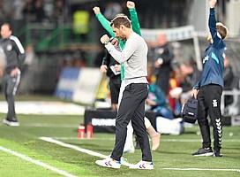 """""""Ich freue mich, dass wir schon jetzt wissen, dass wir unseren gemeinsamen Fürther Weg über die Saison hinaus fortsetzen werden."""" - Stefan Leitl"""