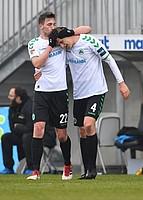 Auch für Lukas Gugganig gab´s ein Küsschen vom Kollegen. Und zwar für sein Siegtor beim 1:0 zu Hause gegen Dresden.