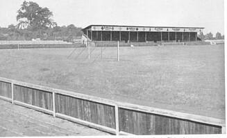 Ansicht des Ronhofs aus dem Jahr 1934 mit erneut erweiterter Tribüne.